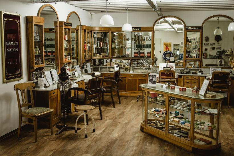 <p>Salon Harand aus Dresden – mehr als 100 Jahre alt!</p>
