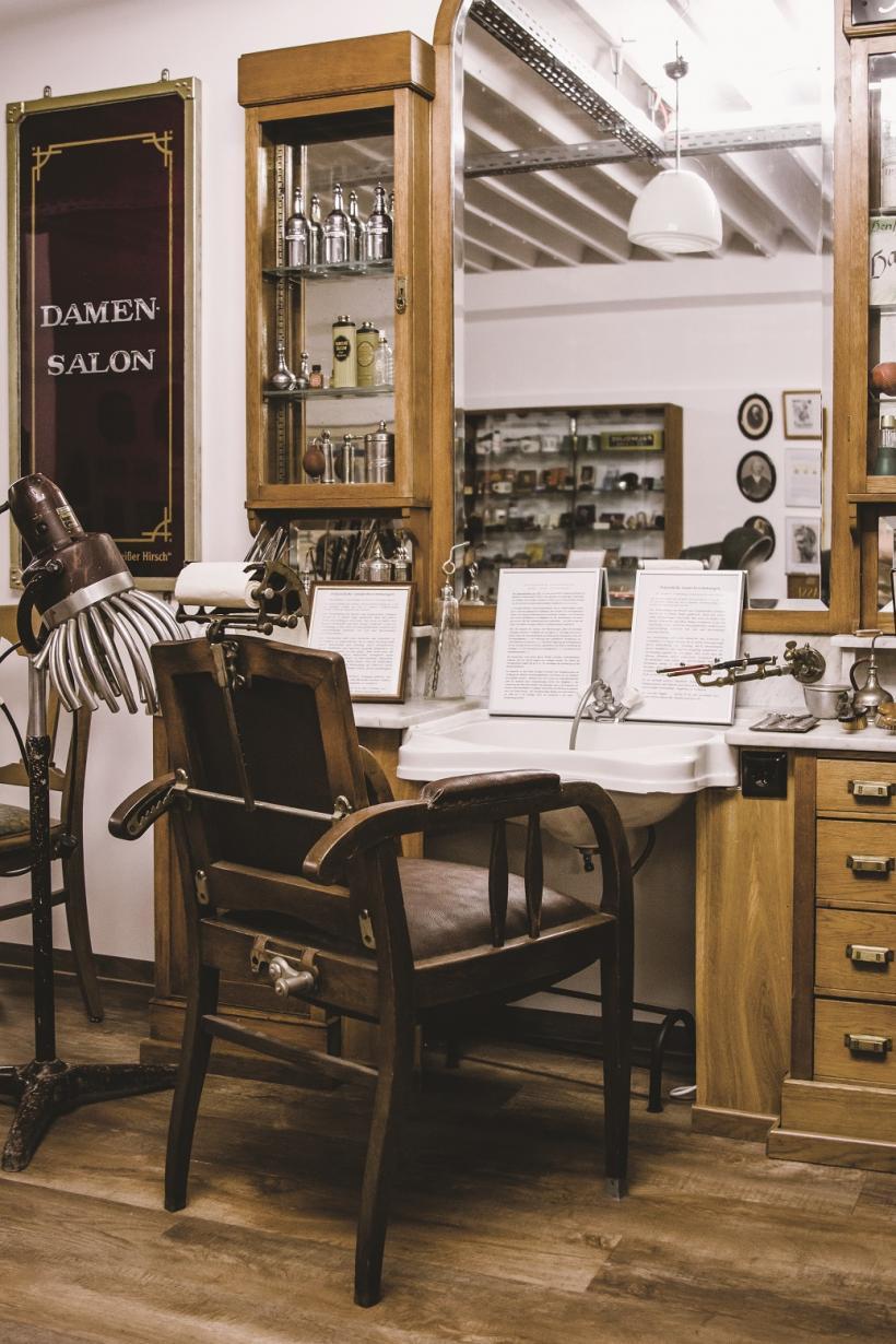 <p>Einer der ältesten Salons von 1880</p>