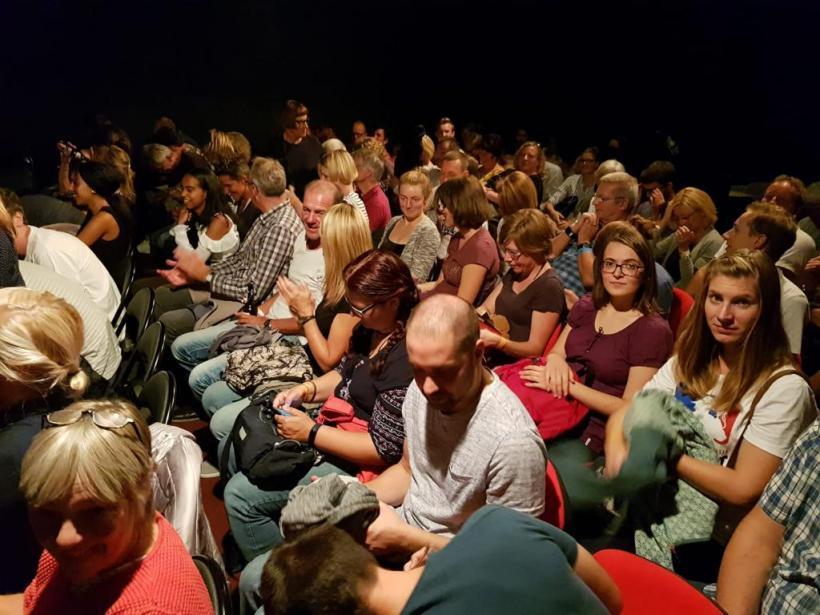 <p>Publikum im theater ulüm</p>