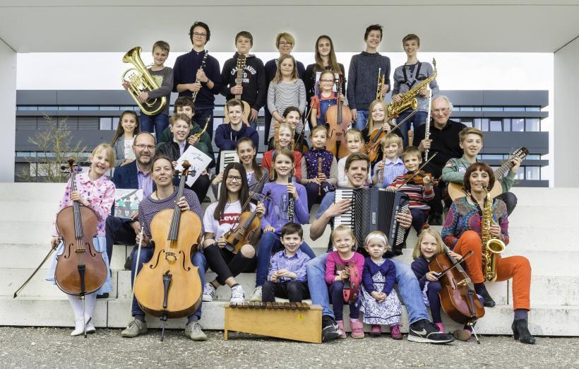 <p>Musikschüler jeder Altersgruppe können bei uns Unterricht erhalten.</p>