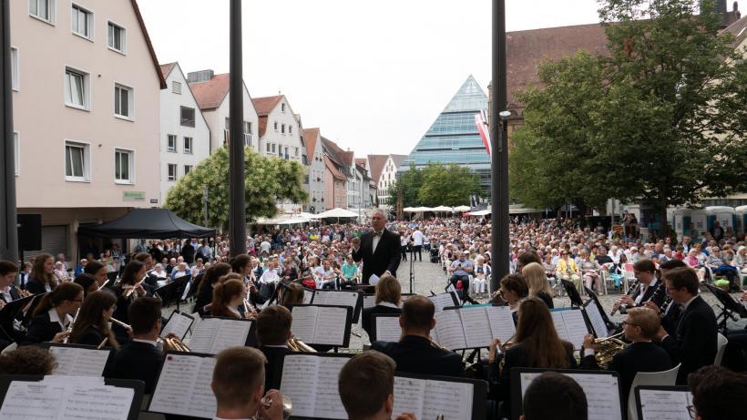 <p>Paradekonzert am Schwörsonntag auf dem Ulmer Marktplatz</p>