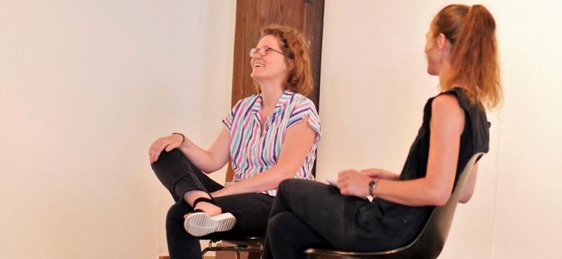 <p>Künstlergespräch Katharina Ritter mit Naomi Liesenfeld, Foto von Kathrin Häckert</p>