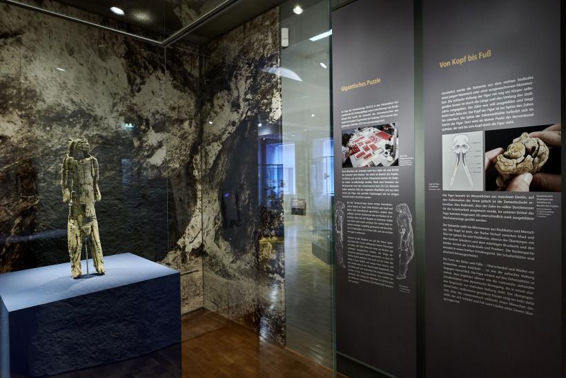 <p>Der Löwenmensch ist eine der ältesten figürlichen Darstellungen Schnitzwerke </p>
