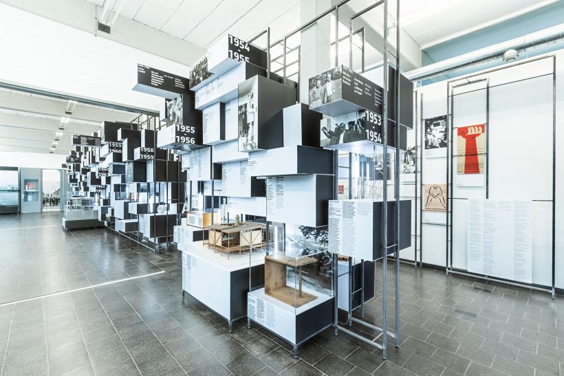 <p>Dauerausstellung &apos;Von der Stunde Null bis 1968&apos; im HfG-Archiv</p>